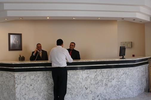 La Maison Hotel Petra - Wadi Musa - Front desk