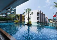 Andakira Hotel - Bãi biển Patong - Bể bơi