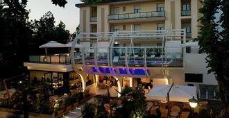 Hotel Boemia - Riccione - Κτίριο