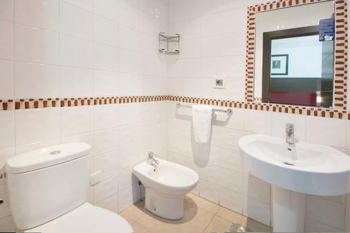 Hostal Atenas - Granada - Bathroom