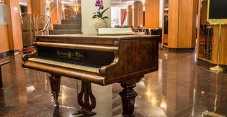 Hotel Class - Boekarest - Lobby