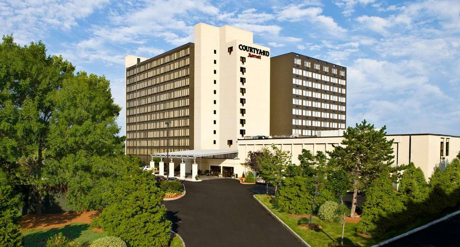 Courtyard By Marriott Boston Logan Airport 157 3 6 8 Boston Hotel Deals Reviews Kayak