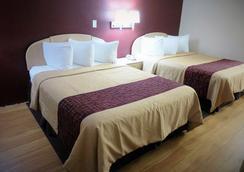 Red Roof Inn & Suites San Antonio - Fiesta Park - San Antonio - Bedroom