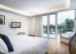 Grand West Sands Resort & Villas Phuket - Mai Khao - Bedroom
