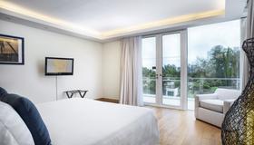 Grand West Sands Resort & Villas Phuket - Майкао-Бич - Спальня