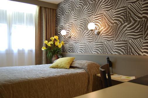 Hotel Du Midi - Saint-Étienne - Bedroom