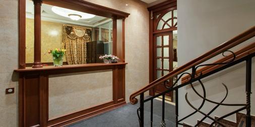 Hotel Happy Inn - Saint Petersburg - Front desk