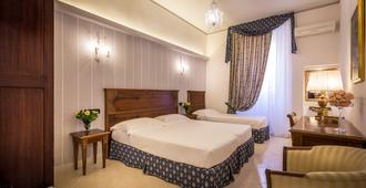 Hotel Veneto - Florence - Bedroom