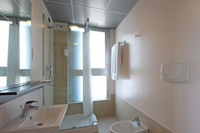 บีแอนด์บี โรงแรมฟิเรนเซ นูโอโวปาลาซโซ ดิ จูสติเซีย - ฟลอเรนซ์ - ห้องน้ำ