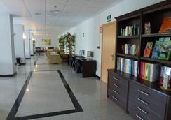 羅斯帕托斯公園酒店 - 班那馬德那 - 貝納爾馬德納 - 大廳