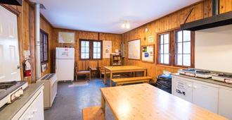 Hi-Maligne Canyon - Jasper - Dining room