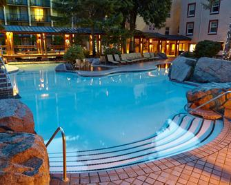 Harrison Hot Springs Resort and Spa - Harrison Hot Springs - Zwembad