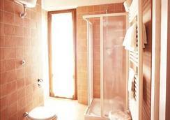 Villa Tuscany Siena - Siena - Bathroom