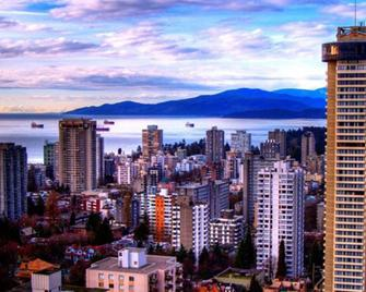 Empire Landmark Hotel - Vancouver - Outdoor view