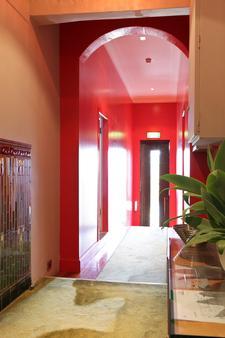Dive Hotel - Coogee - Hallway
