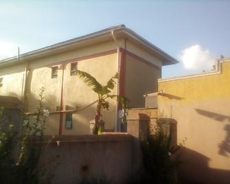 Hem Guest House - Jinja - Building