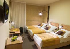 迪畔檔斯高爾夫酒店 - 布拉格 - 臥室