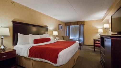 Best Western Plus Orillia Hotel - Orillia - Bedroom