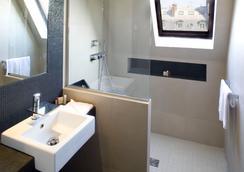 Hotel Marceau Champs Elysees - Pariisi - Kylpyhuone