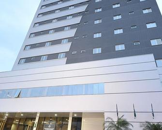 Hotel Maestro Premium Cascavel - Cascavel - Building