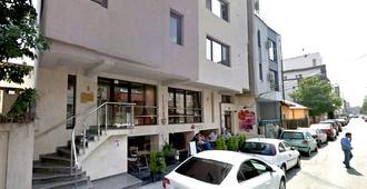 Azza Aparthotel - Bukarest - Gebäude