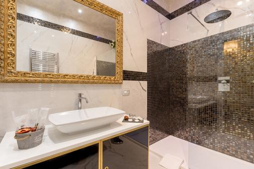 Luxury Apartment Piazza Venezia - Rome - Bathroom