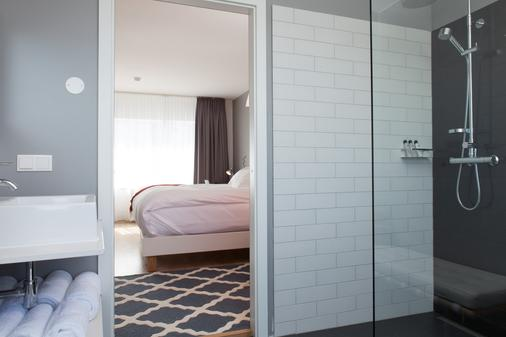 Hlemmur Square - Reykjavik - Bathroom
