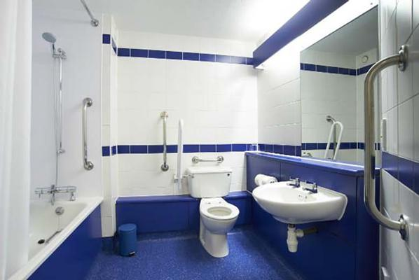Travelodge Hemel Hempstead - Hemel Hempstead - Bathroom