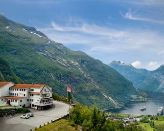 Hotell Utsikten Geiranger - by Classic Norway Hotels - Geiranger - Building