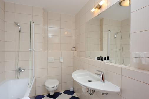 City Hotel - Bydgoszcz - Bathroom