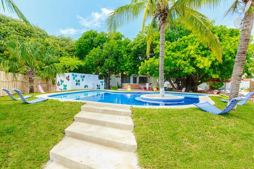 Hotel Paradise Suites - Isla Mujeres - Pool