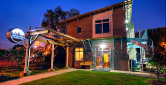 The Crash Pad - An Uncommon Hostel - Chattanooga - Building