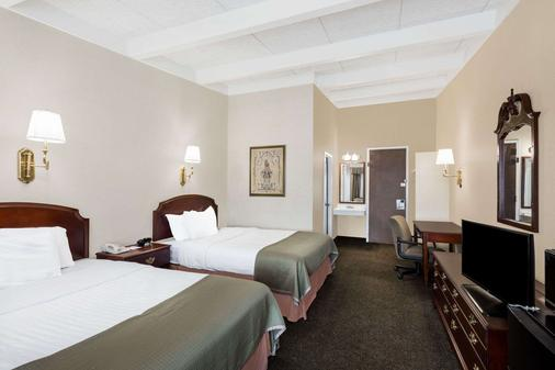 Howard Johnson by Wyndham Middletown Newport Area - Middletown - Schlafzimmer