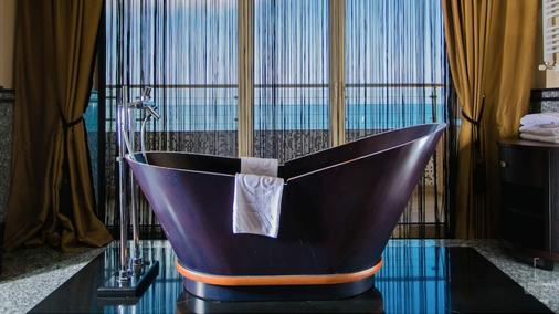 Grand Hotel Pomorie - Pomorie - Bathroom