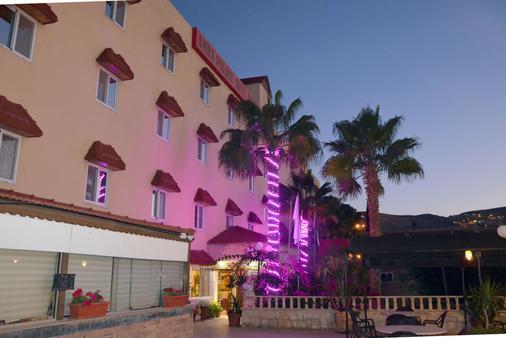 Amra Palace International Hotel - Wadi Musa - Gebäude