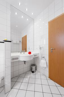 Hotel Graf Lehndorff - Munich - Bathroom