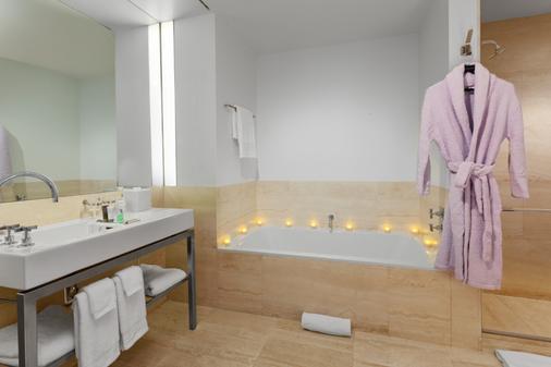 The Bryant Park Hotel - New York - Bathroom