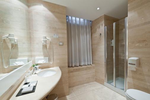 Hotel White - Rooma - Kylpyhuone