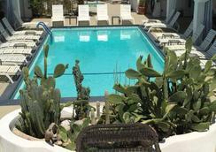 Posh Palm Springs Inn - 棕櫚泉 - 游泳池