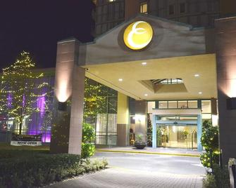 Executive Plaza Hotel & Conference Centre, Metro Vancouver - Coquitlam - Building
