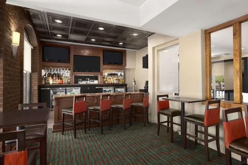 Days Inn by Wyndham Baltimore Inner Harbor - Βαλτιμόρη - Bar