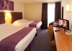 Premier Inn London Heathrow Airport - Bath Road - Hounslow - Bedroom