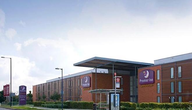 Premier Inn London Heathrow Airport - Bath Road - Hounslow - Building