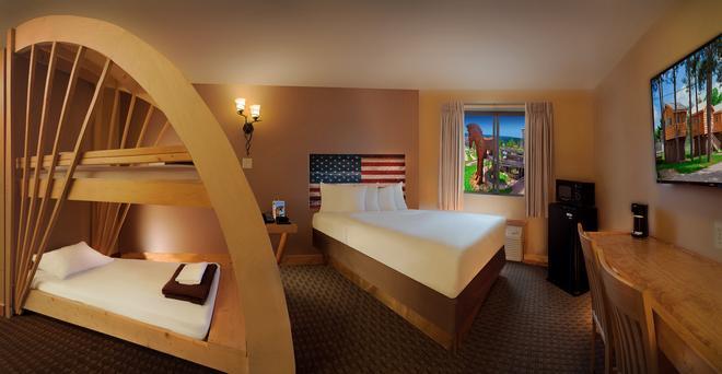 American Resort & Campground - Wisconsin Dells - Bedroom