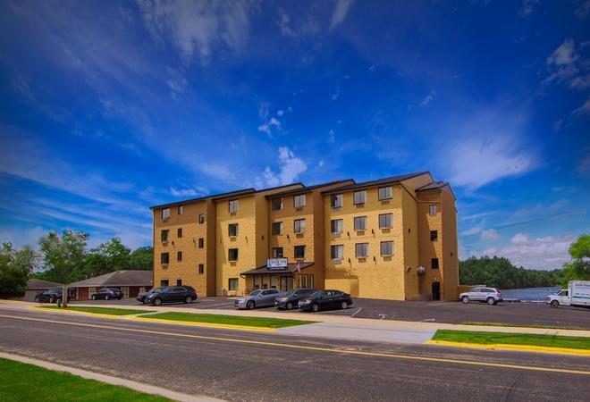 River Inn - Wisconsin Dells - Building