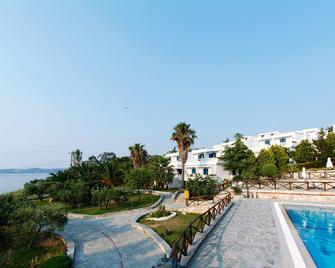 Agionissi Resort Hotel - Ammouliani - Building