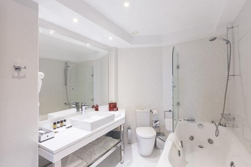 Pomegranate Wellness Spa Hotel - Nea Poteidaia - Bathroom