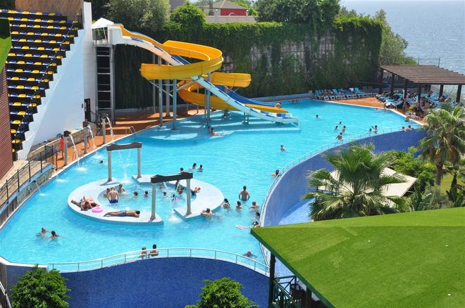 Granada Luxury Resort & Spa - Okurcalar - Piscina