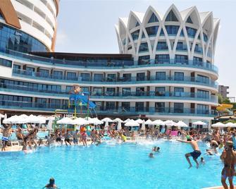 Granada Luxury Resort & Spa - Okurcalar - Building