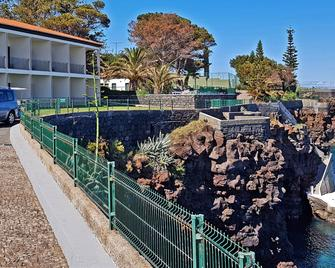 Albatroz Beach & Yacht Club - Santa Cruz (Madeira) - Outdoors view